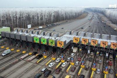 Наплатной трассе М11 изменены тарифы вчесть Нового года